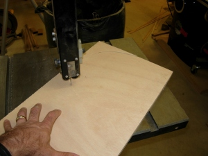 Cutting the circle on the bandsaw