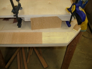 Glueing down the veneer