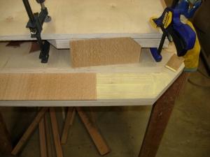Glueing down the veneer