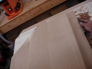 Trimming the bottom veneer edges