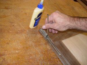 Applying glue to the lock miter