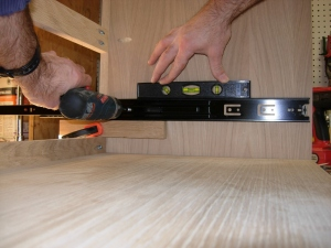 Setting the bottom drawer slide