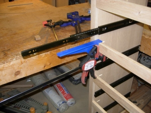 Setting the support to hold the drawer