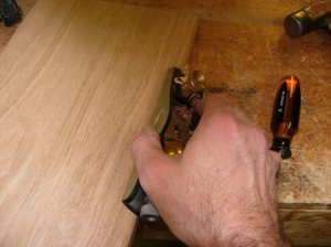 Planing a relief into the inside hinge-corner of the door