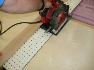 Cross-cutting with the circular saw