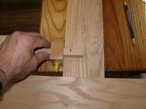 Setting the distance from the edge with a marking gauge