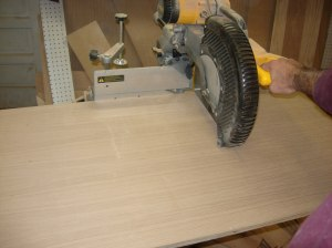 Square cross-cutting with the sliding miter saw
