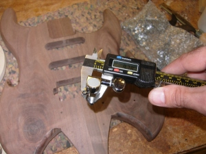 Measuring machine head tuner