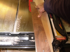 Cut angle on the table saw