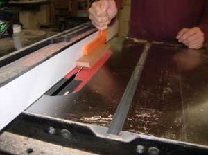 Cutting a groove in the drawer guides