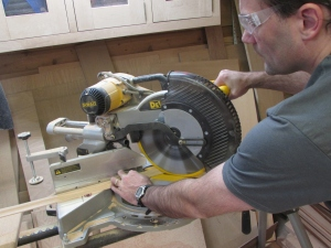 Cutting miters on the base cap trim
