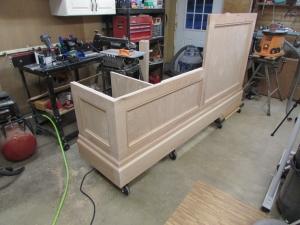 Desk set on casters