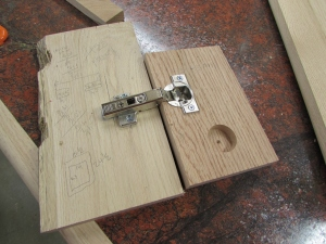 Test fixture for the hinges