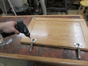Attaching the hinges