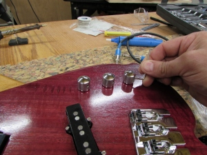 Attaching the volume and tone knobs
